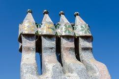 象被掩没的战士的烟囱La Pedrera或住处屋顶的  库存图片