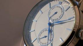 豪华人手表细节,测时器接近的4K 股票录像