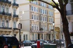 豪华公寓在肯辛顿 中心伦敦居民住房 伦敦英国 免版税图库摄影