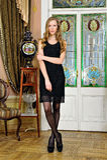 豪华内部的美丽的妇女。 免版税库存图片