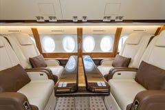 豪华内部航空器企业航空和云彩通过舷窗 免版税库存图片