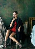 豪华内部近的空的框架的秀丽富有的深色的妇女,佩带的时尚穿衣,生活方式人概念 库存照片