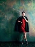 豪华内部近的空的框架的秀丽富有的深色的妇女, 库存图片