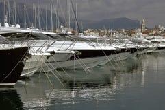 豪华分开的游艇 免版税库存图片