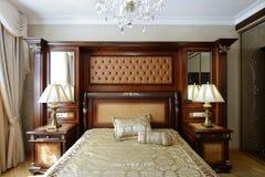 豪华卧室的内部 免版税库存图片
