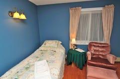 豪华卧室的旅馆 免版税库存图片