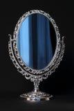 豪华卵形镜子 免版税库存图片