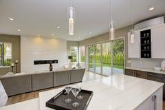 豪华厨房在一个全新的家 库存照片