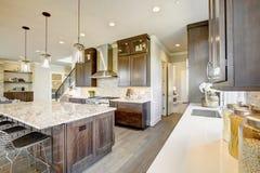 豪华厨房在一个新建工程家 免版税库存图片