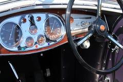 豪华古色古香的意大利汽车内部细节 免版税库存图片