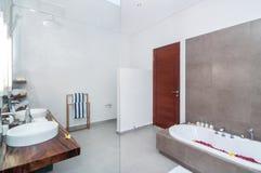 豪华和干净的卫生间 库存图片
