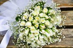 豪华和时髦的新娘花束 免版税库存图片