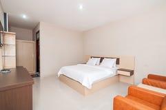 豪华和美丽的卧室旅馆 库存图片