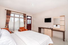 豪华和美丽的卧室旅馆 图库摄影