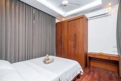 豪华和美丽的卧室热带别墅 库存照片