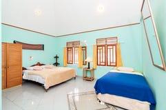 豪华和美丽的双卧室旅馆 免版税库存照片