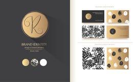 豪华品牌身份 书法R信件-老练商标设计 夫妇包括的名片设计 库存照片