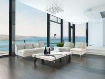 豪华客厅内部有白色长沙发和海景视图 免版税库存图片