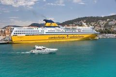 豪华客船兆Expres,公司可西嘉岛撒丁岛轮渡的 免版税库存图片