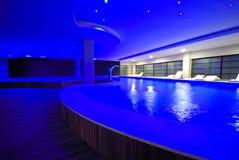 豪华室内游泳池 库存照片