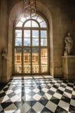 豪华宫殿玻璃窗在凡尔赛宫殿,法国 库存图片