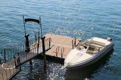 豪华小船在科莫湖,在贝拉焦 免版税库存图片