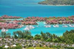 豪华居住和小游艇船坞在伊甸园海岛,塞舌尔群岛 库存照片