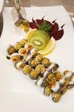 豪华开胃菜用绿橄榄和鲱鱼钓鱼 免版税库存照片