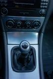 豪华德国汽车内部, 6变速杆,温度控制,仪表板单位 图库摄影