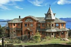 豪华房子的湖 免版税库存图片