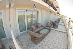 豪华房间大阳台在一家五星旅馆里在Kranevo,保加利亚 免版税库存图片