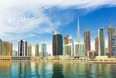 豪华摩天大楼在迪拜的中心, Unidet阿拉伯人酋长管辖区 免版税库存照片