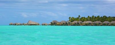 豪华旅游胜地和绿松石水在法属玻里尼西亚 库存照片