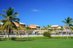 豪华旅游胜地海滩在蓬塔Cana,多米尼加共和国 免版税库存图片