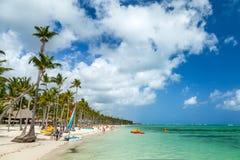 豪华旅游胜地海滩在蓬塔Cana 免版税库存图片
