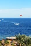 豪华旅馆帆伞运动和海滩  库存照片