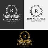 豪华旅馆徽章金子上色了围绕皇族经典标志模板 库存照片