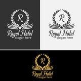 豪华旅馆徽章金子上色了围绕皇族经典标志模板 免版税图库摄影