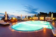 豪华旅馆游泳池  库存图片
