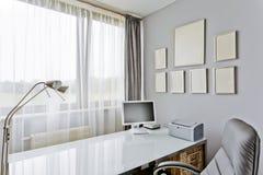 豪华样式的家庭办公室 免版税库存图片