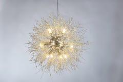 豪华水晶带领了枝形吊灯照明设备 免版税库存照片