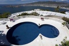 豪华池游泳 库存照片
