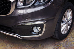 豪华汽车的前保险杆深灰颜色 免版税库存照片