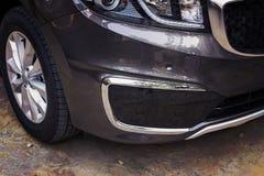 豪华汽车的前保险杆深灰颜色 库存图片