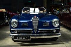 豪华汽车阿尔法・罗密欧6C 2500 SS Cabriolet, 1949年 免版税库存照片