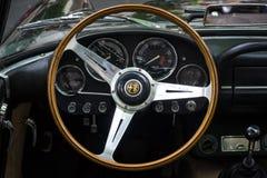 豪华汽车阿尔法・罗密欧2600蜘蛛(Tipo 106)的客舱, 1963年 库存照片