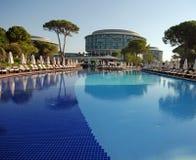 豪华游泳池边, Belek,土耳其 库存照片