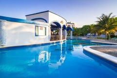 豪华游泳池风景在墨西哥 库存照片