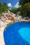 豪华游泳池风景在RIU龙舌兰酒的 库存照片