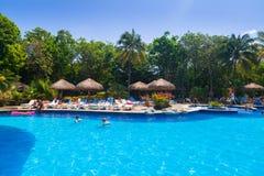 豪华游泳池风景在RIU龙舌兰酒的 免版税库存图片